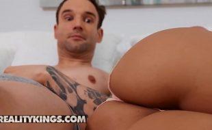 Porno gostoso das novinhas bissexuais transando com dotado