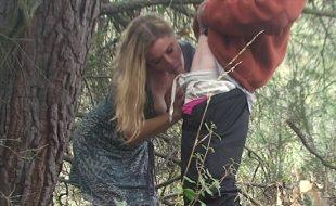 Professora dando pro aluno no meio do mato