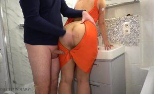 spartanas chegou da festa e foi para o banheiro mas seu namorado de pau duro foi também em seguida