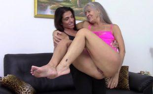 Video porno de lesbica velha dando sua buceta gostosa