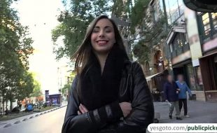 sexo com garota gostosa da Europa foi xavecada na rua e liberou a bucetinha